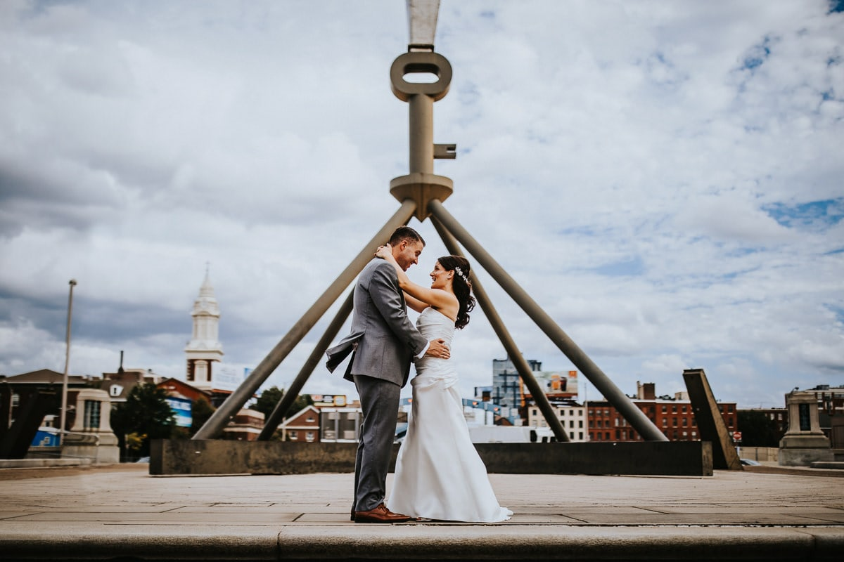 bride and groom in front of ben Franklin