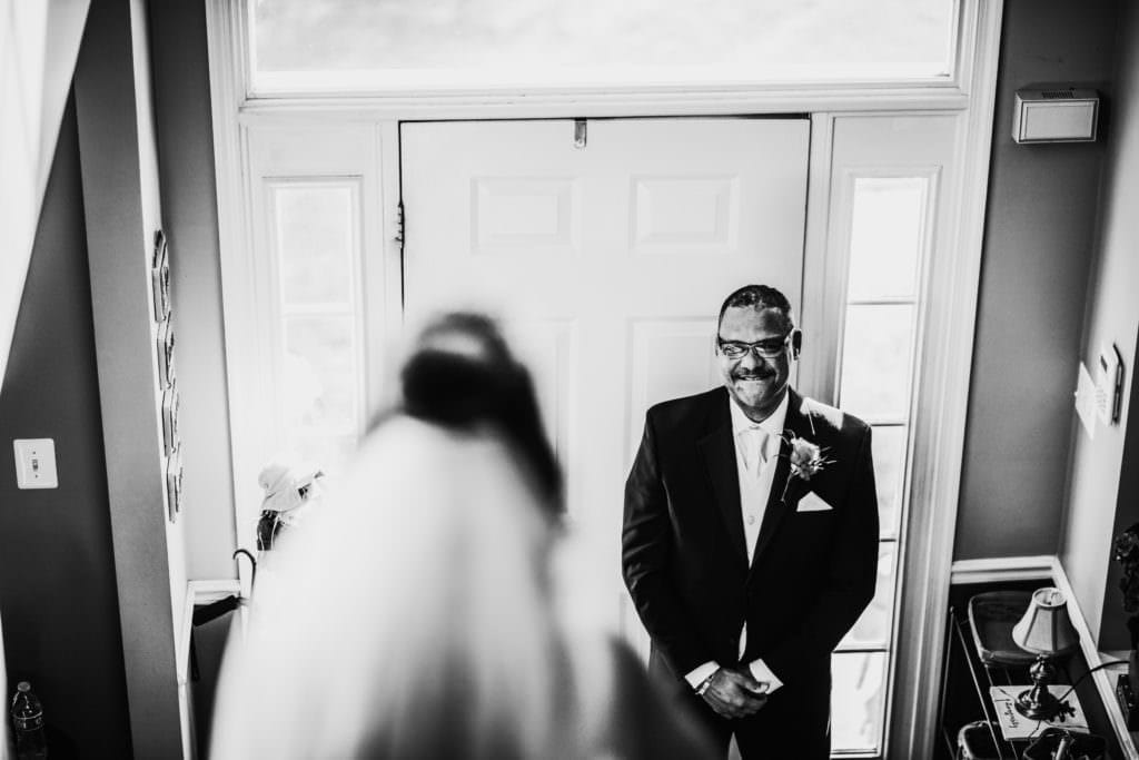 bride sees her dad for the first time