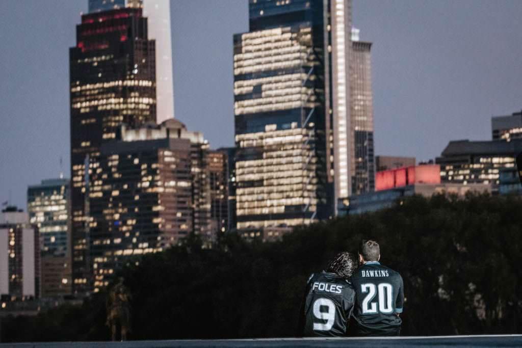 Philadelphia skyline engagement photos